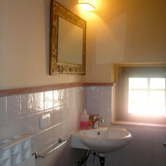 apartment-yellow-bathroom