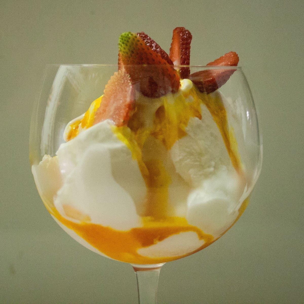 Saffron ice cream with strawberries