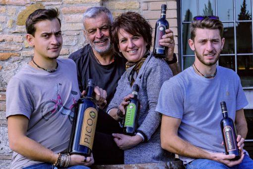 La-Marronaia-Family-smiling
