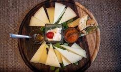 tagliere-di-formaggi-marronaia-winery