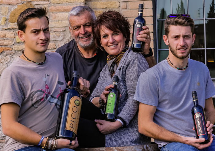 Family-owned winery that produces and sells high-quality Tuscan wines, like Chianti, Super Tuscan, and Vernaccia di San Gimignano.